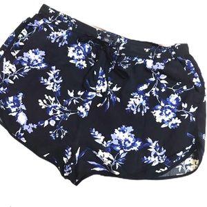 GAP | Floral patterned navy blue shorts
